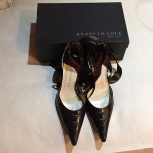 Kenneth Cole brown croc-like leather pumps